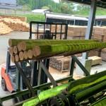 製材機械への原木投入作業